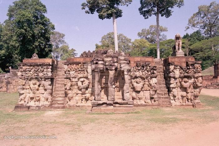 Photos cambodia images travel tours phnompenh angkor for Terrace of the elephants